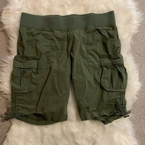 🌸 Lucy Green Cargo Shorts